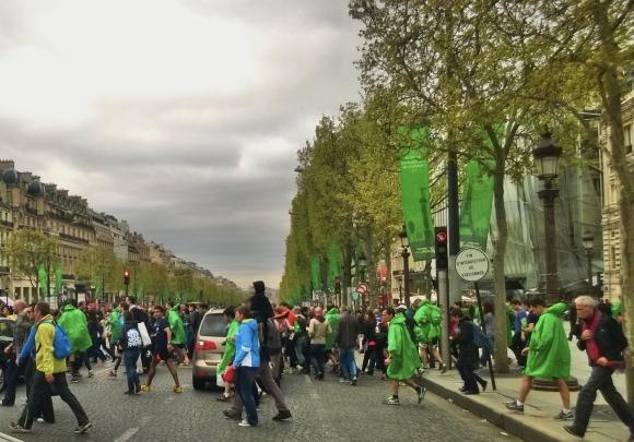 Vague verte sur les Champs-Élysées