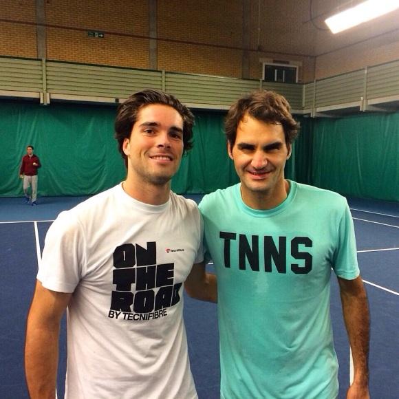 Rodger Federer et son sparring partner du jour, Jules Marie. CP/Tennis Magazine