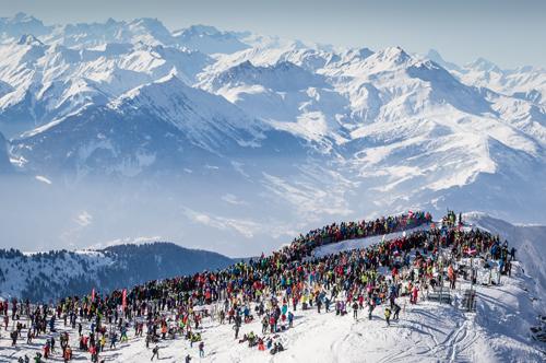 Plus de 5 000 spectateurs massés au sommet du Grand Mont. Crédit Photo/ Jocelyn Chavy